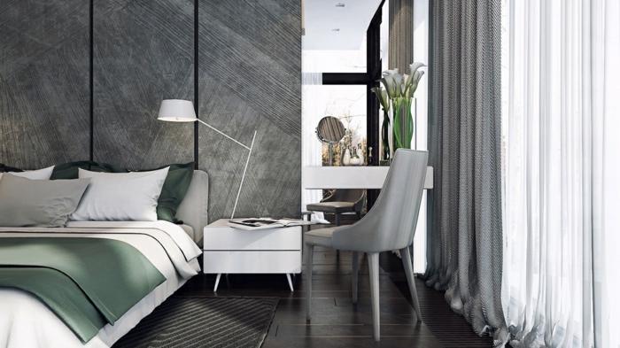 Schlafzimmer grau, weiße Gardine und graue Vorhänge, eine gemütliche Leseecke