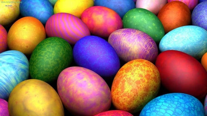 Ostereier bemalen Techniken, bunte Eier mit verschiedenen Techniken hergestellt
