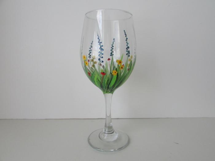 ein schöner Glas mit Frühlingsblumen bemalt, eine grüne Wiese, Gläser verzieren
