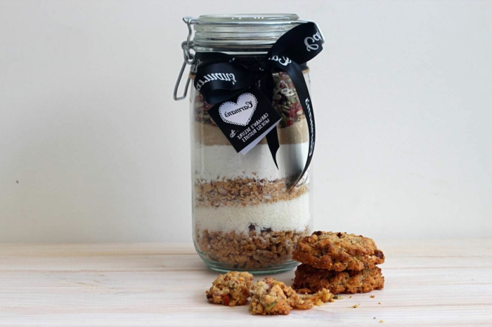 müsliriegel selber machen einmachglas voll mit mischung für riegel geschenkidee für kochbegeisterte, müsli kekse