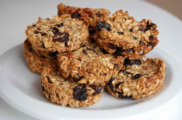 müsliriegel rezept für kekse, flocken, haferflocken, sultaninnen, runde form, backen
