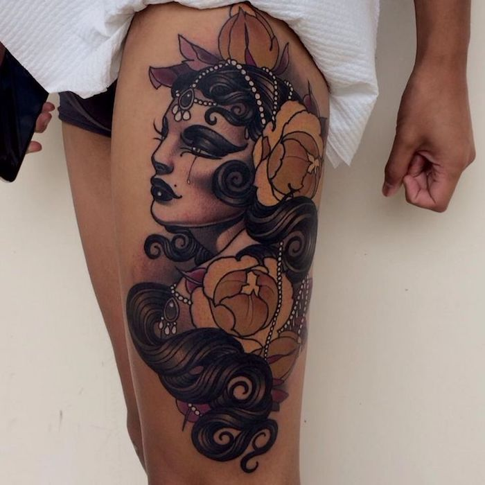 Tattoo Frau Oberschenkel
