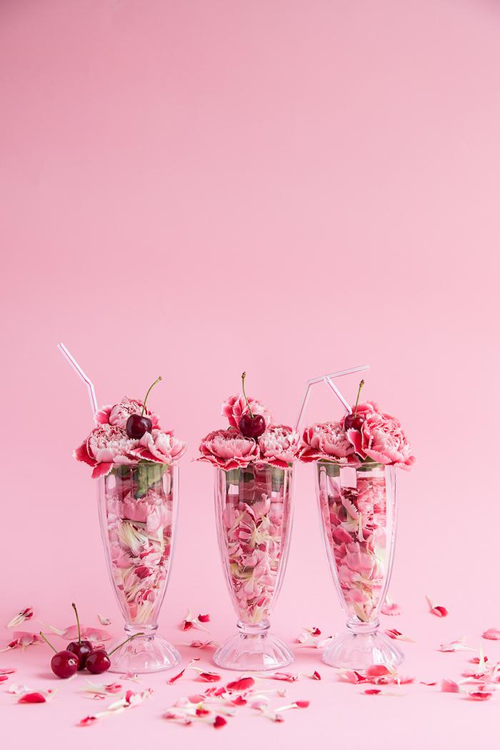 Coole DIY Idee für Tischdeko, Shake aus Nelkenblüten und Kirschen, leicht und schnell zum Nachmachen