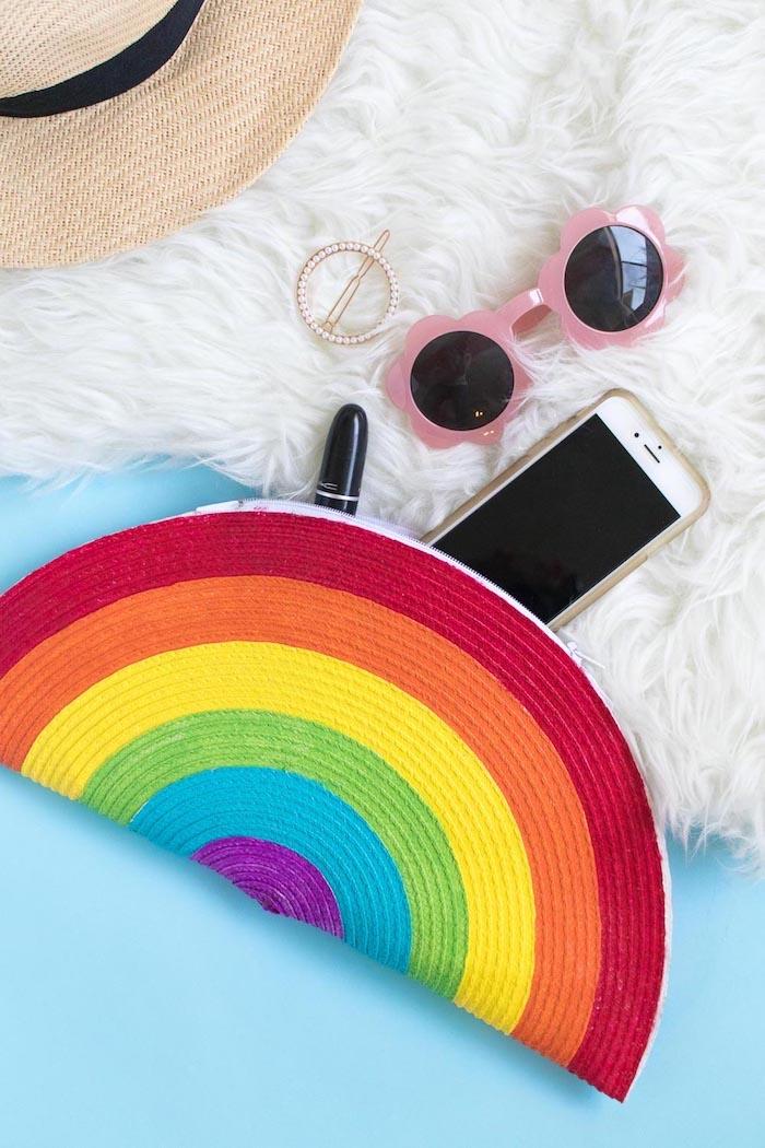 Regenbogen Clutch Sommerhut Lippenstift Sonnenbrille und Handy, Sommer Accessoires