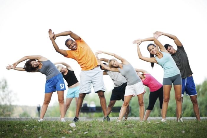 abnehmen ohne diät, viel sport treiben, allerlei bewegung ist gesund und nützlich, training im park, gruppentraining