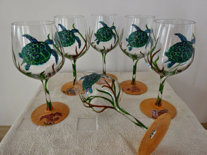 sechs Gläser mit maritimen Deko, Meeresschildkröten und Algen, Glas malen