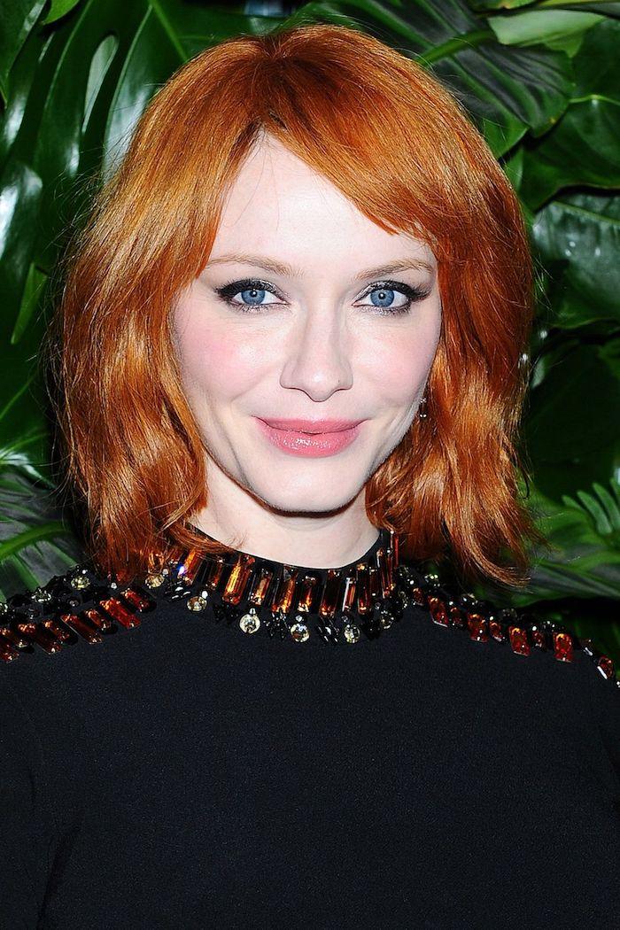 ponyfrisur, ansatz färben, orangenfarbene haare, schminktipps für blaue augen, frauenfrisuren