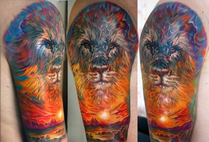 großes löwen tattoo am oberarm, mann mit farbiger tätowierung am arm