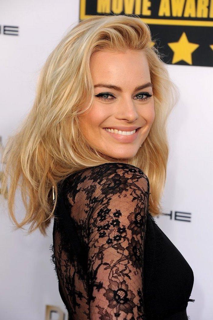 haare selber blondieren, haarfarbe für warmen hautton, schwarzes kleid mit ärmeln aus spitze