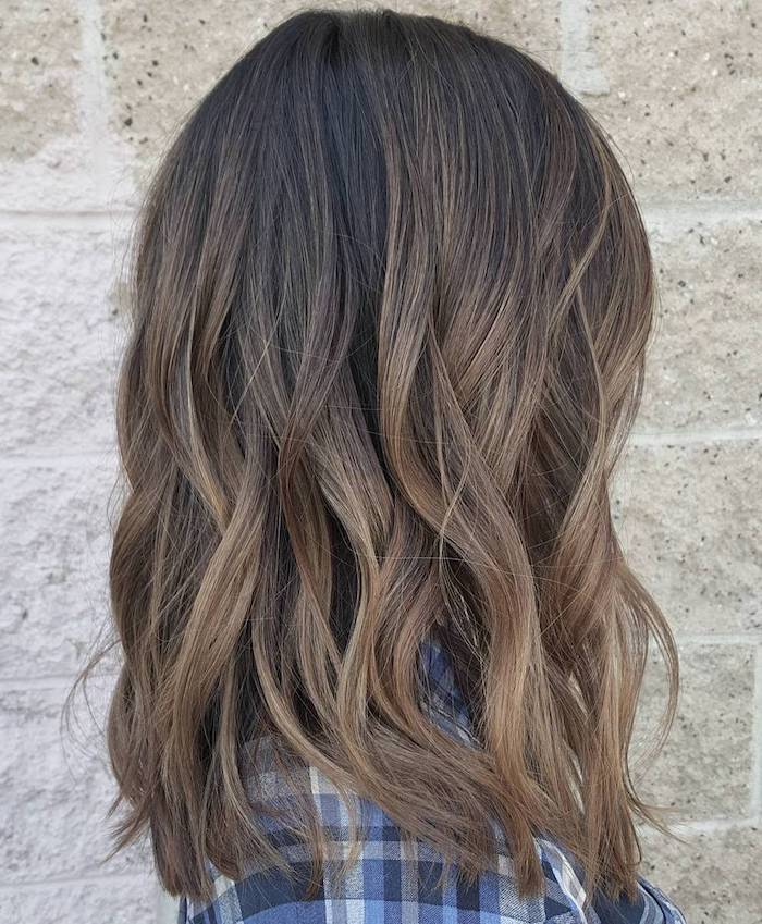 haare tönen, natürliche haarfarbe, braune haare mit hellbraunen spitzen, lockig, frau, kopf
