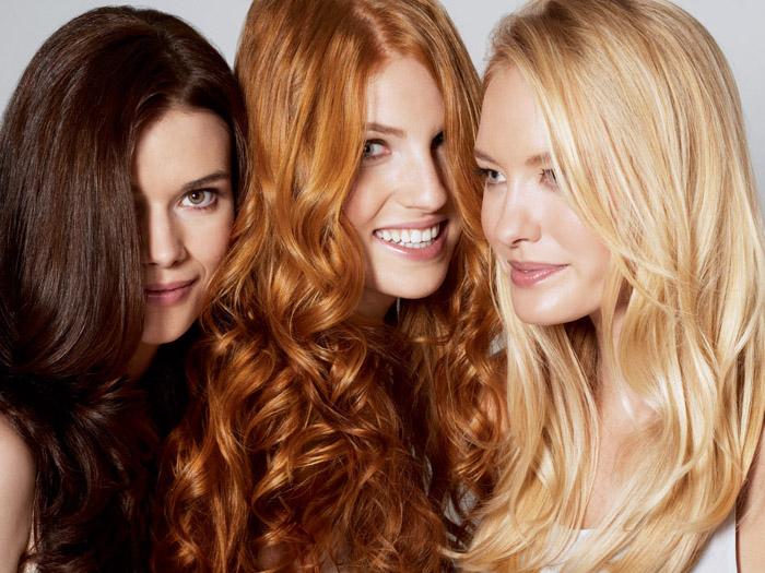 harfärbemittel, drei frauen mit verschiedenen haarfarben, schokobraun, orangenrot, blond