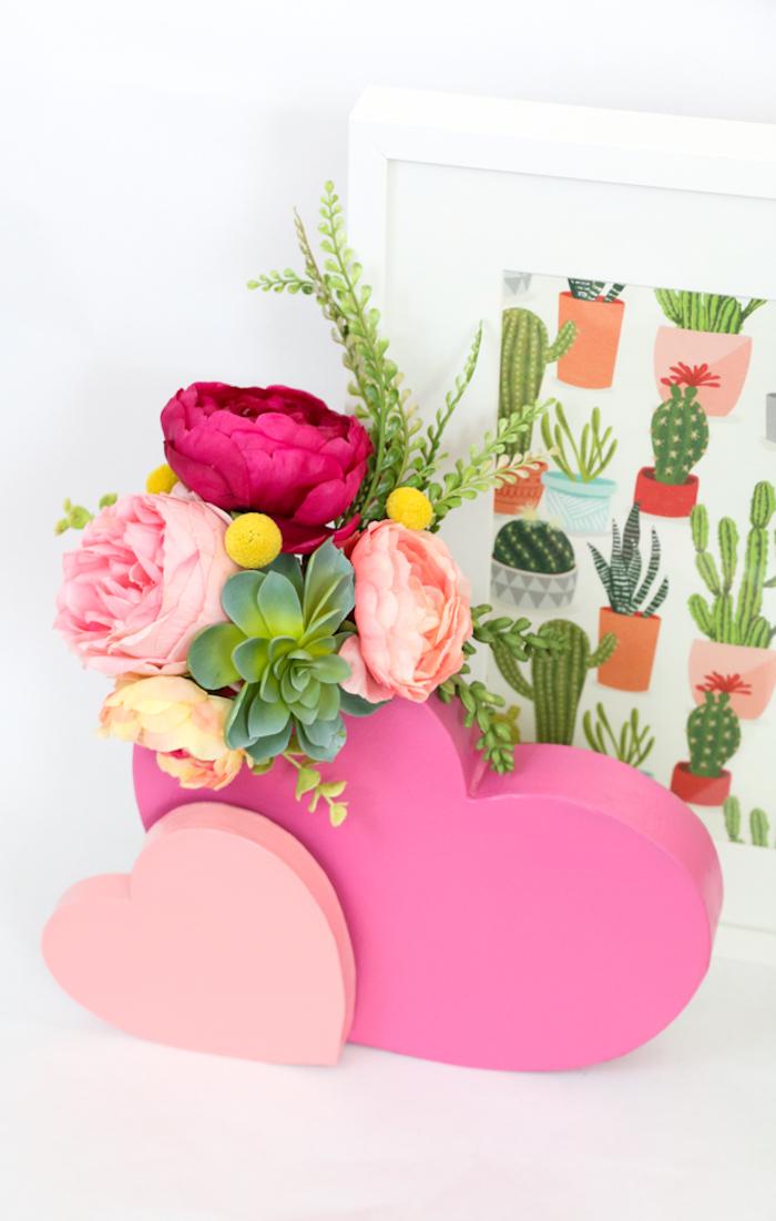 Herz-Vase mit Pfingstrosen, Deko- oder Geschenkidee für Frühlingsstimmung