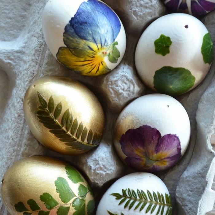 Ostereier natürlich färben,mit kleinen Blümchen und Blättern dekorieren