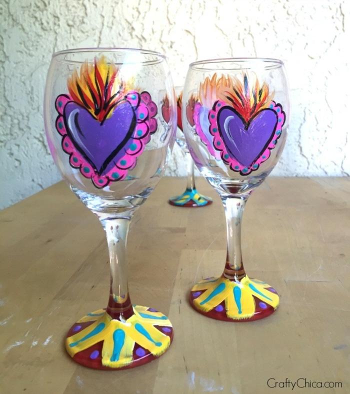 zwei Gläser mit blauen Herzen, rosa Rahmen, Acrylfarbe auf Glas