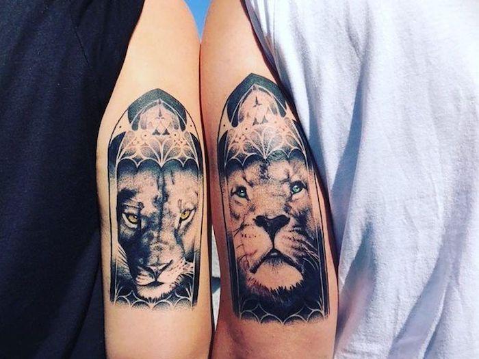 löwe tattoo am oberarm, tattoo-motive für paare, löwe und löwin, schwarz-graue tätowierungen