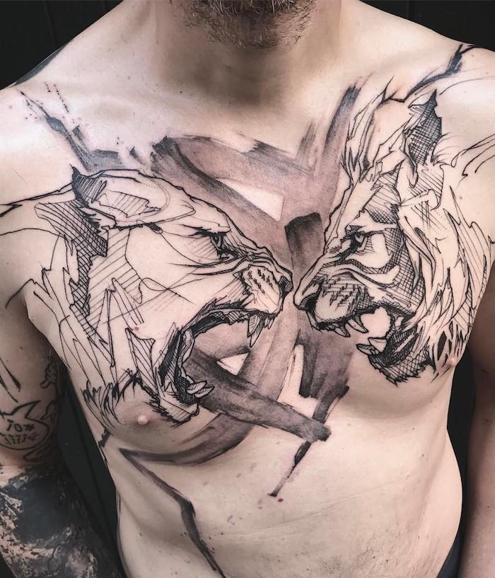 löwin tattoo an der brust, große abstrakte tätowierung mit löwen-motiven, mann mit schwarz-grauer tätowierung