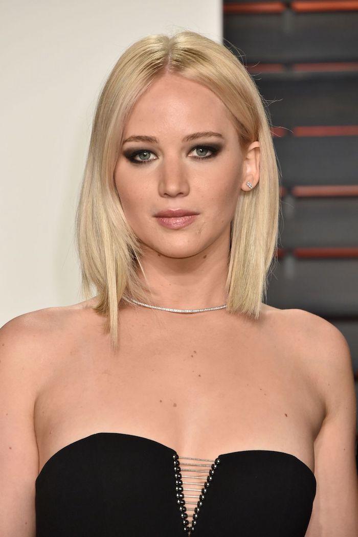 log bob gesichtsform, schwarzes abendkleid, augen make up in schwarz, glatte haare, blond
