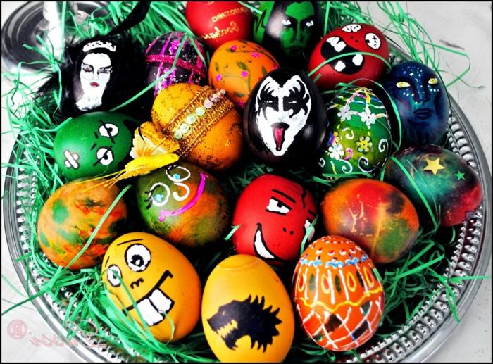 gruselige Dekorationen von Ostereiern, Ostereierfarbe und lustige Gesichter