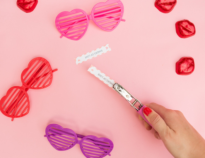 Rosarote Herz-Brillen mit personalisierten Botschaften, originelles Hochzeitsgeschenk