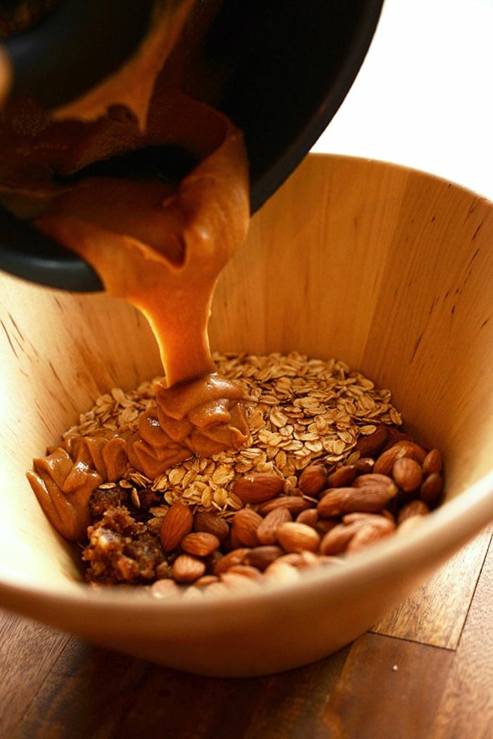 müsliriegel selber machen kalorienarm mandeln, haferflocken, erdnussbutter, walnüsse, mix