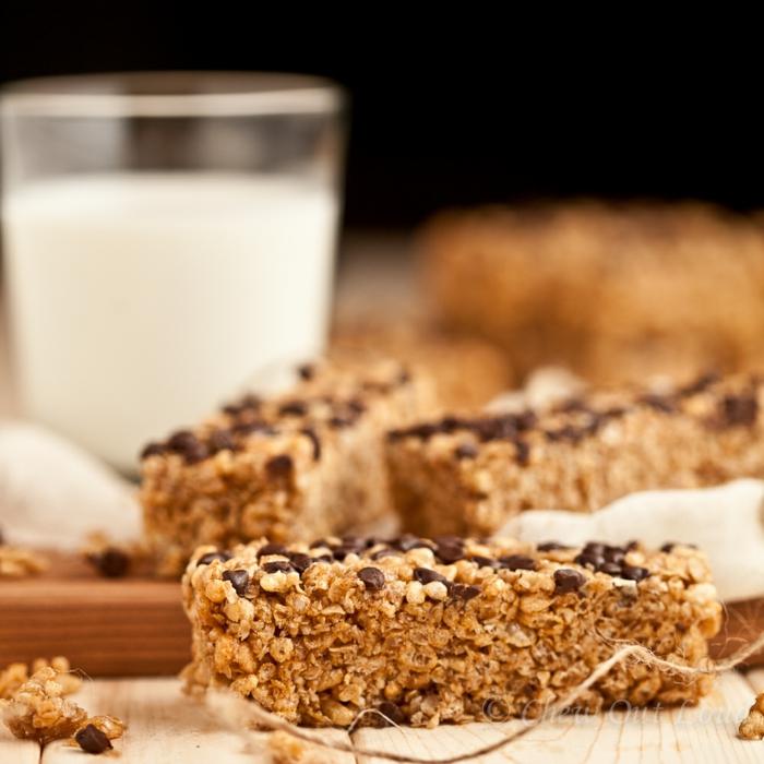 müsliriegel selber machen kalorienarm ideen, cornflakes mit milch, schokolade ideen