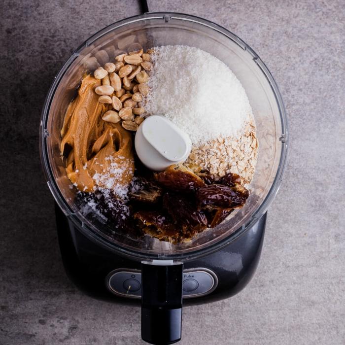 müsliriegel selber machen kalorienarm, blender mischung, datteln, zucker, erdnussbutter, haferflocken