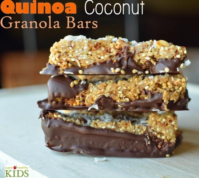 fitness riegel selber machen, schokolade topping gießen, granola riegel mit quinoa und kokos