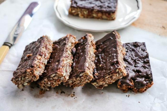 haferflocken riegel, schokolade glasur idee, messer, kuchen, lecker, gesund