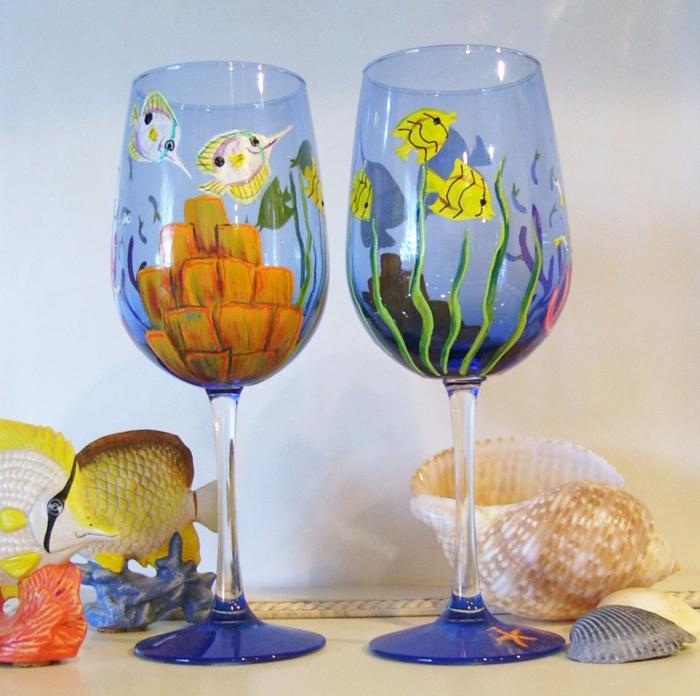 blaue maritime Deko mit Fische aus verschiedenen Arten, Acrylfarbe auf Glas