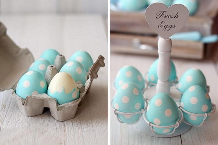 ostereier bemalen eier färben natürlich eier anmalen eier färben mit kurkuma blaue eier mit polka dot