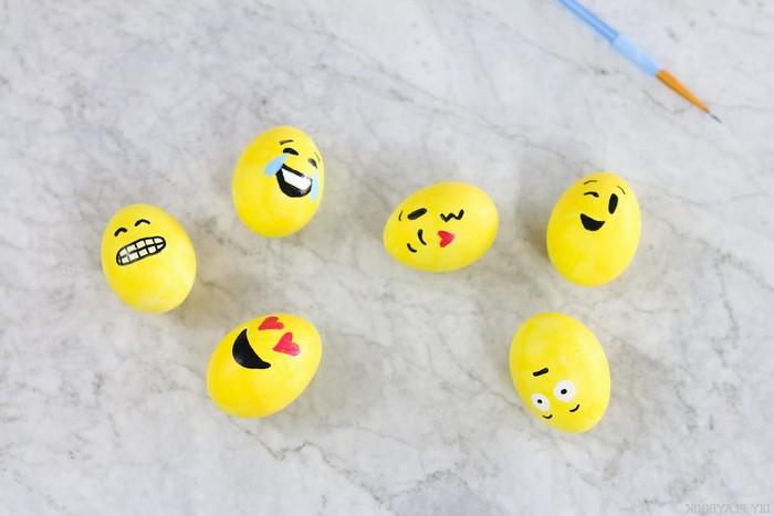 ostereier färben mit kurkuma gelb selber machen ostereier färben emoji gesichte eier