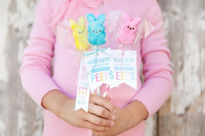 ostern basteln, marshmallow hasen auf stohhalmen, ostergeschenke für die kinder