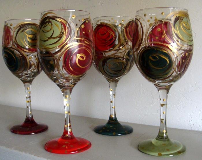 bildschöne Gläser, goldene Verzierungen, rote, grüne und schwarze Gläser, Glas farben