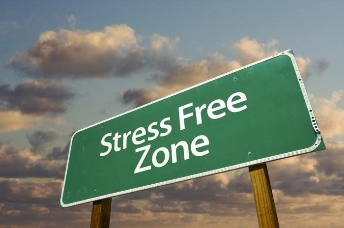 abnehmen ohne diät, stressfreies leben führt zu positiven ergebnissen, zufrieden sein.eine tabelle mit aufschrift, stressfreie zone