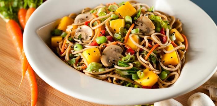 wie nehme ich schnell ab, gesundes pasta, vollkornspagetti mit gemüse und fettarmem käse