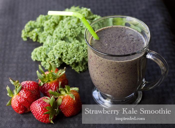 schnelles frühstück selber machen, glas mit getränk aus obst, smoothie mit chia samen, brokkoli