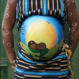Babybauch bemalen - einzigartige Bilder und Ideen