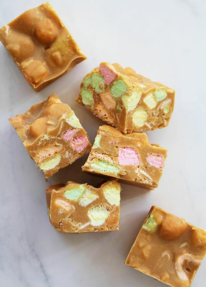 vegane müsliriegel, sehr süß, nicht mehr gesund aber sehr lecker mit viel karamell und bonbons