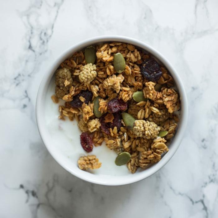 vegane müsliriegel zubereitungsideen, alle arten von zutaten darin stecken, alles, was sie mögen, schnelle gesunde rezepte zubereiten