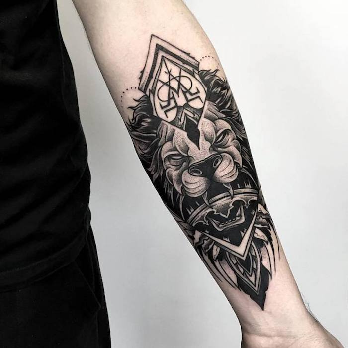 sternzeichnen löwe tattoo, tattoo symbole, löwe mit geometrischen lementen am unterarm