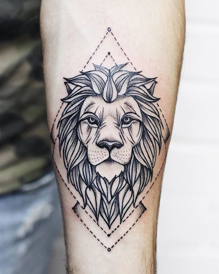 sternzeichen löwe tattoo am unterarm, löwenkopf mit geometrischen elementen, arm tattoo