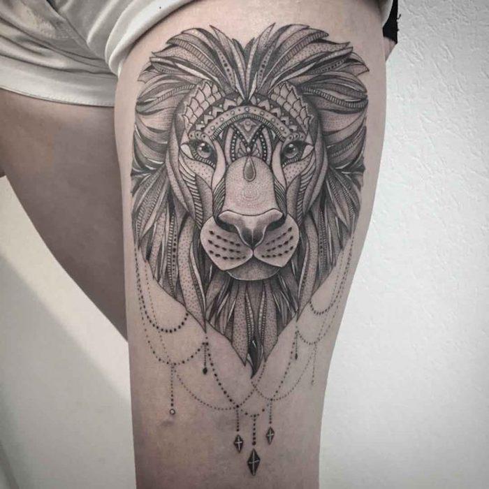 tattoo löwe, löwenkopf mit inidischen motiven, oberschenkel tattoo mit tier-motiv