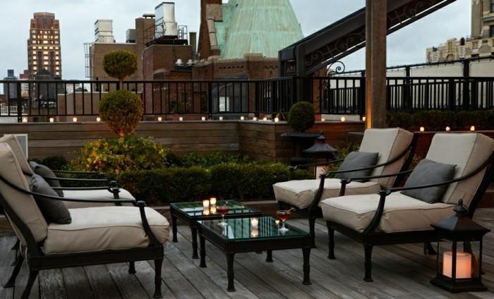 balkon ideen zum nachmachen, wenn sie romantisches und gemütliches ambiente zuhause haben wollen, sessel, spielraum, tisch, beleuchtung