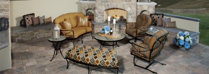 terrasse anlegen, gartenmöbel mit farbenfrohen dessins, schöne ideen zum nachmachen, metallmöbel