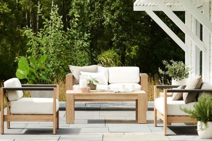 terrasse anlegen, einrichtungsideen, schlichte ideen, sofa, sessel, idee, baum. pflanze