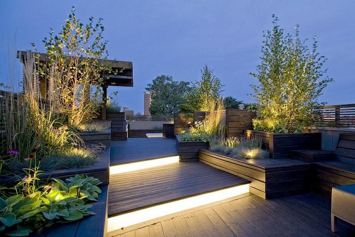 terrassengestaltung idee für schöne beleuchtung die am abend effektvoll und cool aussehen wird