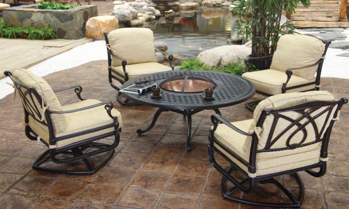 schöne terrassen, einrichtung kreativ, möbel aus metall mit schönen und weichen sitzkissen darauf
