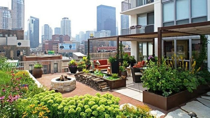 terrassen ideen dachterrasse zum erstaunen grüne pflanzen auf der terrasse sichtschutz gegen starke sonne sitzecke