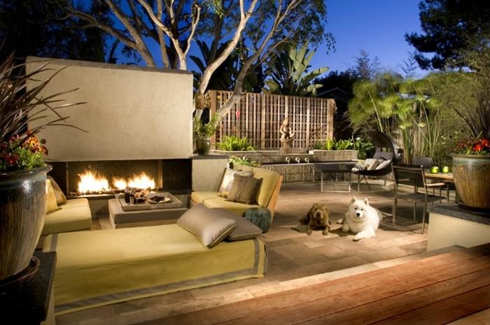 terrassen beispiele und ideen, zwei hunde liegen im garten, freunden, abendbild, dezente beleuchtung