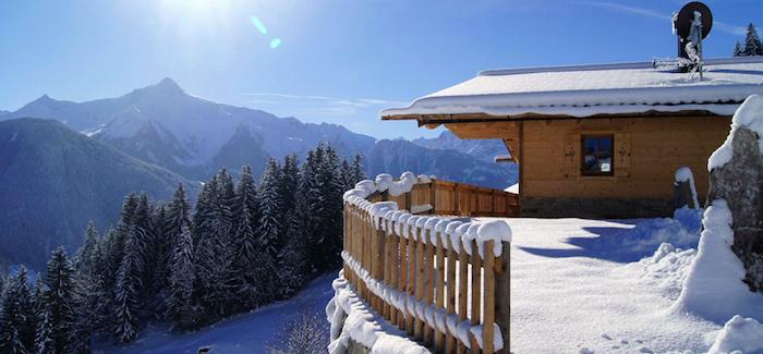 urlaub in den alpen, chalet in den zillertaler alpen, osterreich, winterurlaub im tirol